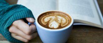 Кружка кофе в руке