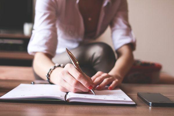 Запись ручкой в блокнот