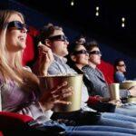 Люди смотрят кино