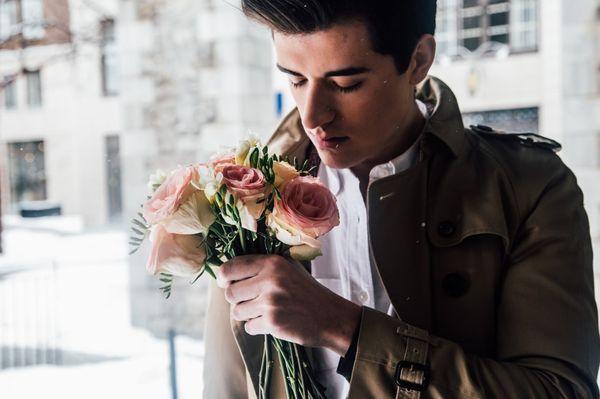 Мужчина с цветами