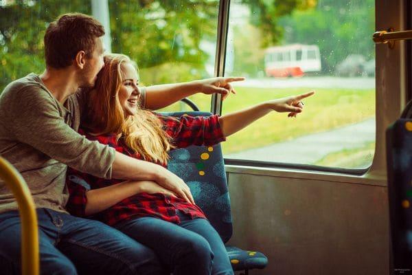 Влюбленные в автобусе