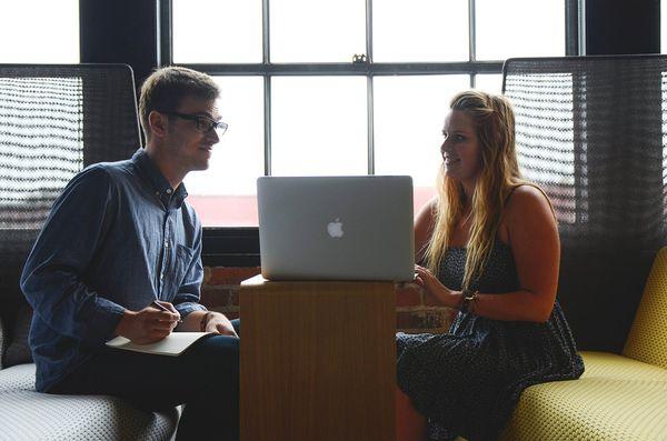 Разговор в офисе