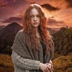Девушка на фоне гор