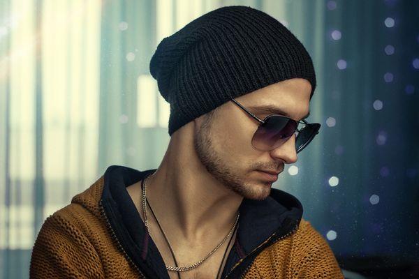 Мужчина в шапке