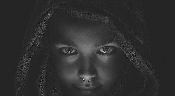 Лицо в темноте