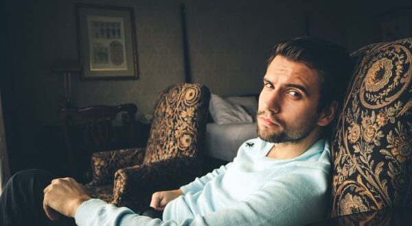 Красивый мужчина