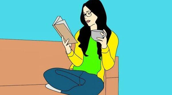 На диване с книгой