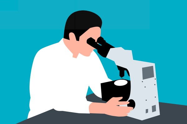 Ученый с микроскопом